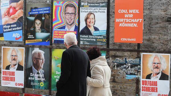 Лидер партии Союз 90/Зеленые Винфрид Кречман уходит с избирательного участка в Баден-Вюртемберге. 14 марта 2021