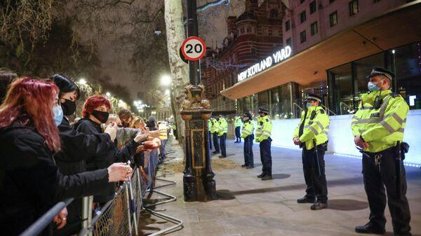 Протесты у здания Скотланд-Ярда в Лондоне после убийства Сары Эверард
