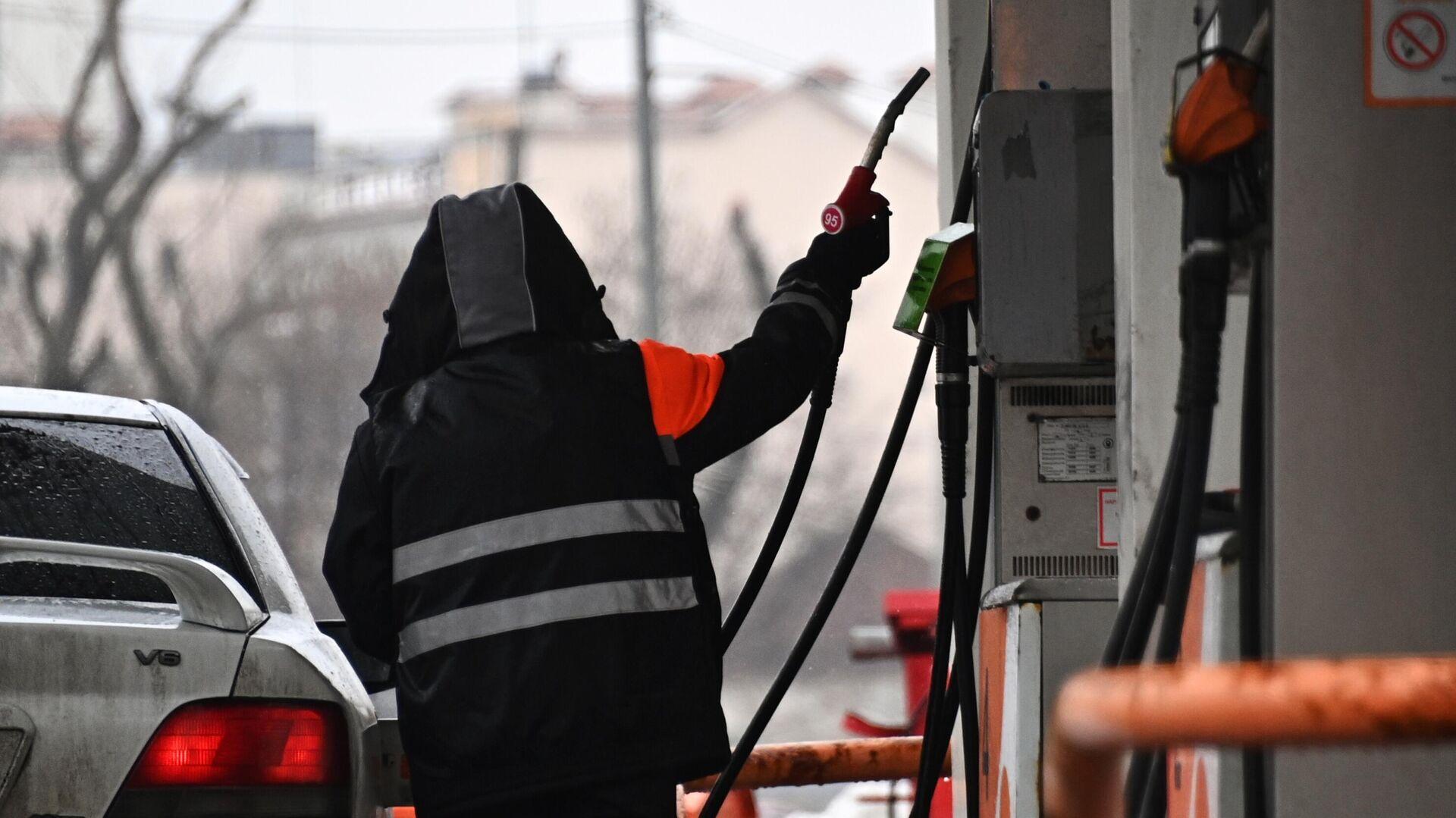 Эксперт оценил идею об отмене демпфера для цен на топливо