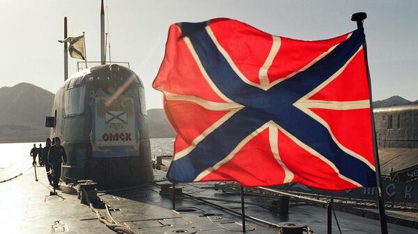 Атомная подводная лодка у пирса