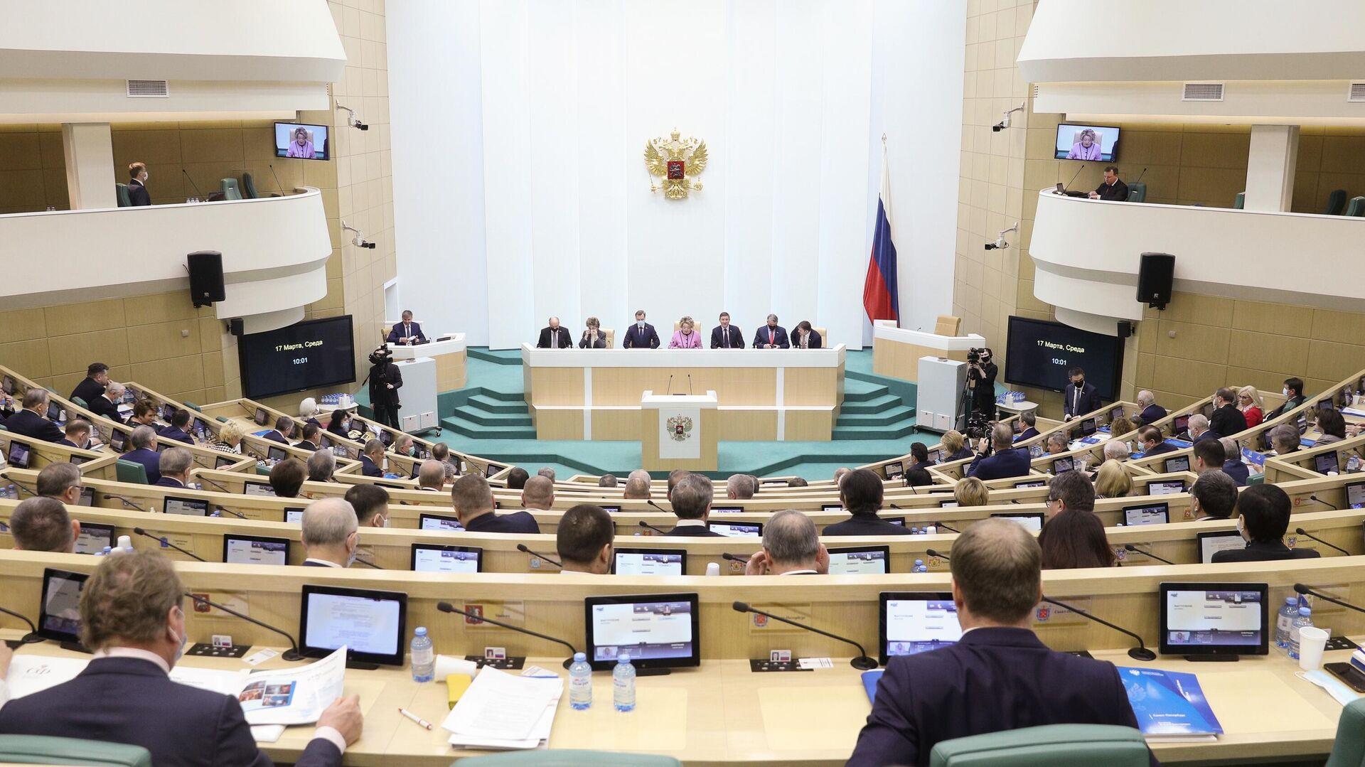 Сенаторы на заседании Совета Федерации РФ - РИА Новости, 1920, 07.04.2021
