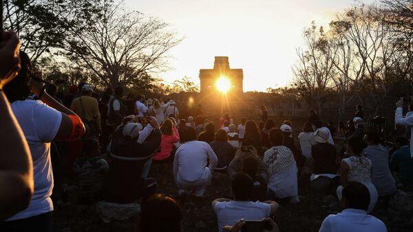 Празднование дня весеннего равноденствия в Мексике