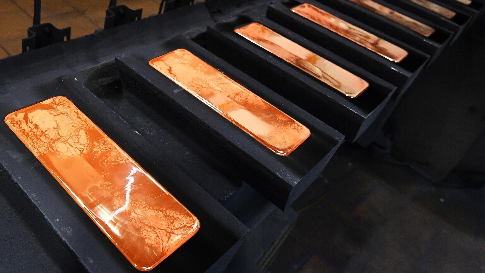 Производство золотых слитков на заводе Красцветмет - РИА Новости, 1920, 24.06.2021