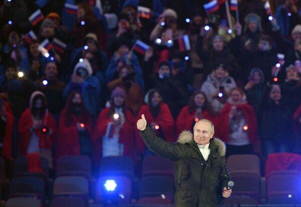 Президент РФ Владимир Путин на концерте в Лужниках в честь воссоединения Крыма и Росси