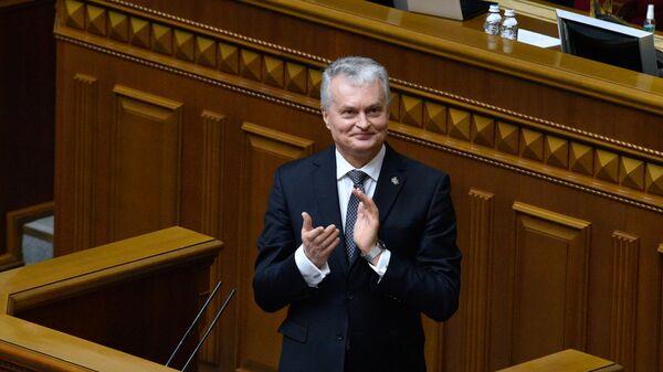 Президент Литвы Гитанас Науседа выступает на внеочередном заседании Верховной рады Украины в Киеве