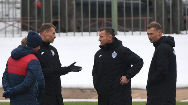 Главный тренер ЦСКА Ивица Олич (в центре)