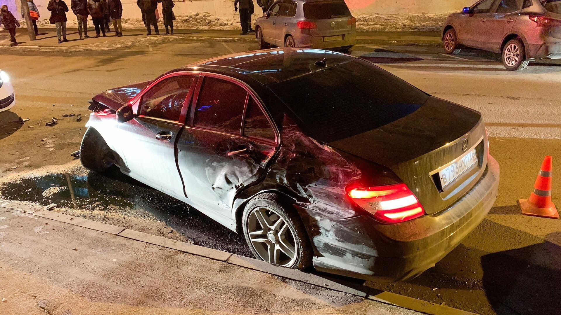В ДТП на Садовом кольце разбился автомобиль за десять миллионов рублей