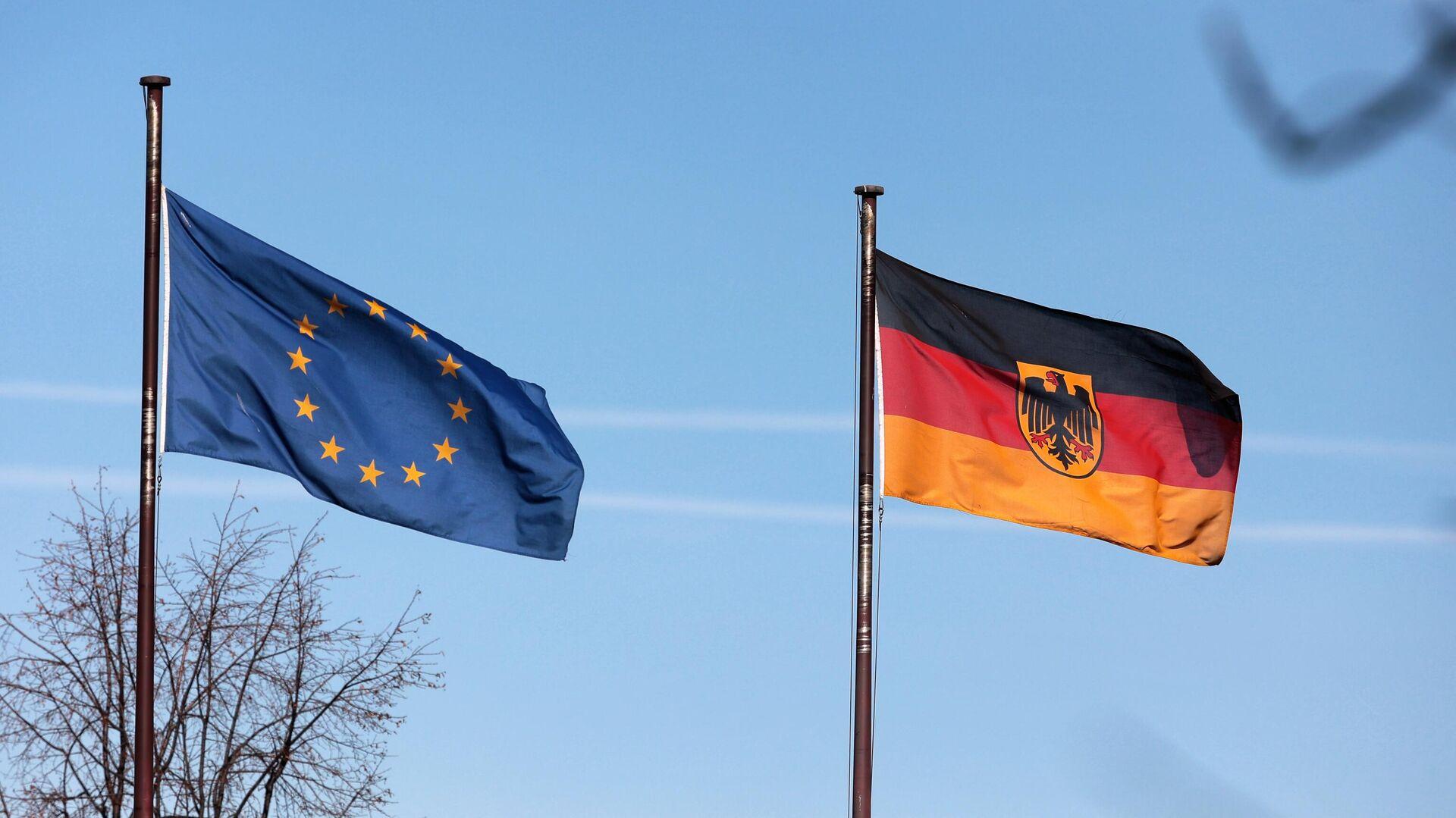 Флаги на территории посольства Германии в Москве - РИА Новости, 1920, 11.06.2021