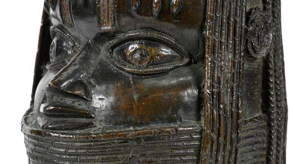 Бронзовая скульптура Оба (короля) Бенина