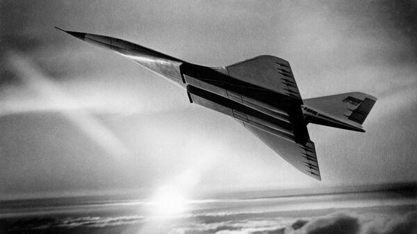 В небе советский сверхзвуковой пассажирский самолет ТУ-144