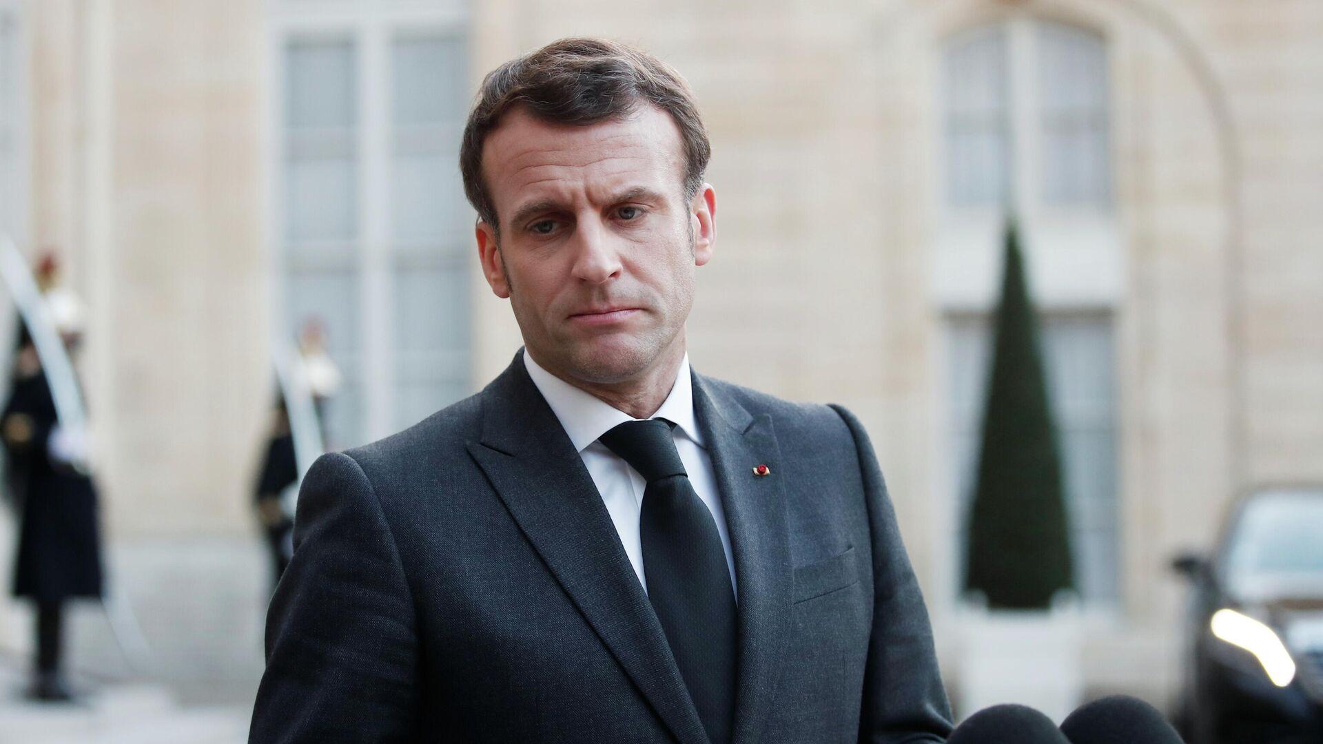 Президенту Франции Макрону дали пощечину— видео 08июня 2021, 19:54