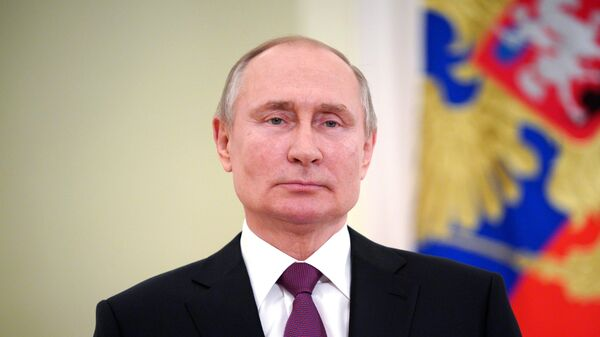 Путин поручил выдавать кредиты регионам на погашение долгов