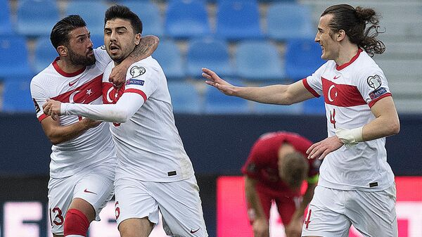 Turkey's midfielder Ozan Tufan (C) celebrates with defenders Umut Meras (L) and Caglar Soyuncu after scoring a goal during the FIFA World Cup Qatar 2022 qualification football match between Norway and Turkey at La Rosaleda stadium in Malaga on March 27, 2021. (Photo by JORGE GUERRERO / AFP)