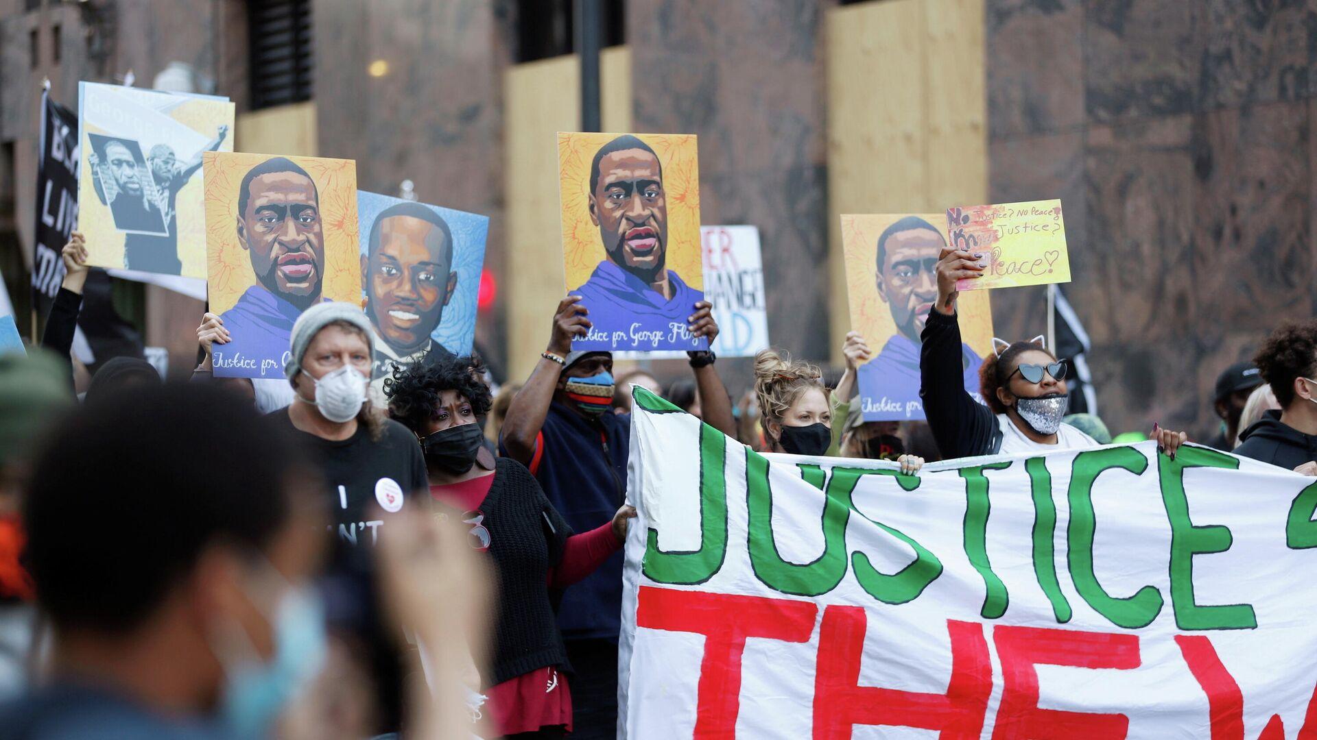 Акция протеста в первый день суда над бывшим полицейским Дереком Човеном по обвинению в убийстве Джорджа Флойда в Миннеаполисе - РИА Новости, 1920, 09.04.2021