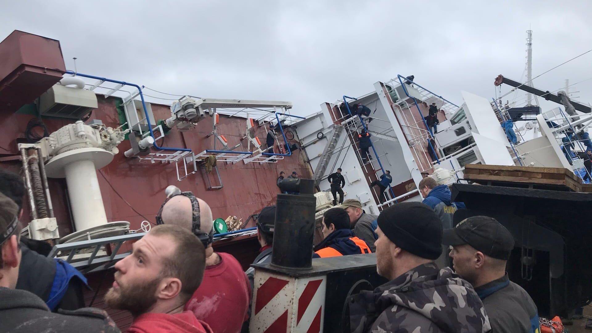 СК возбудил дело после опрокидывания судна в Ленинградской области