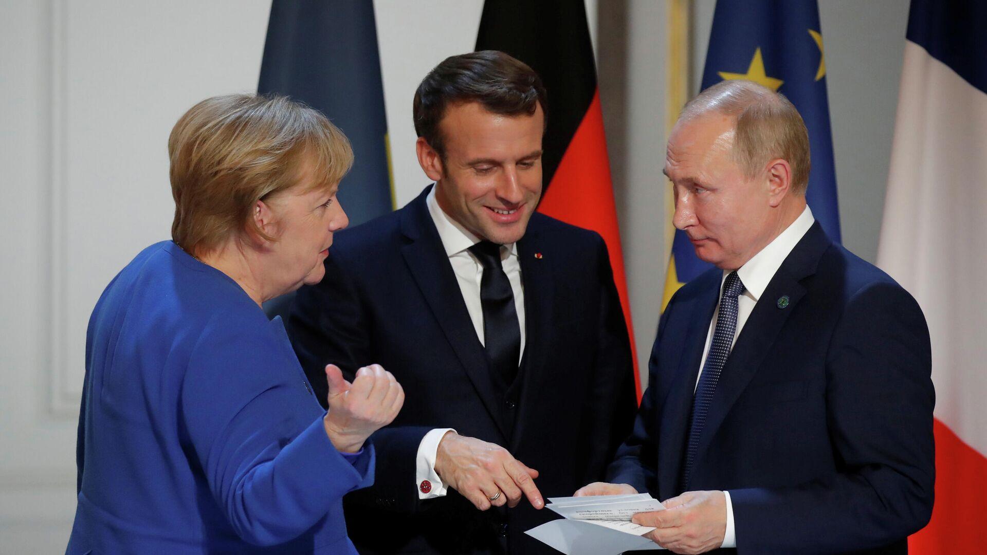 Канцлер Германии Ангела Меркель, президент Франции Эммануэль Макрон и Президент России Владимир Путин на пресс-конференции в Елисейском дворце в Париже. 9 декабря 2019 года  - РИА Новости, 1920, 31.03.2021