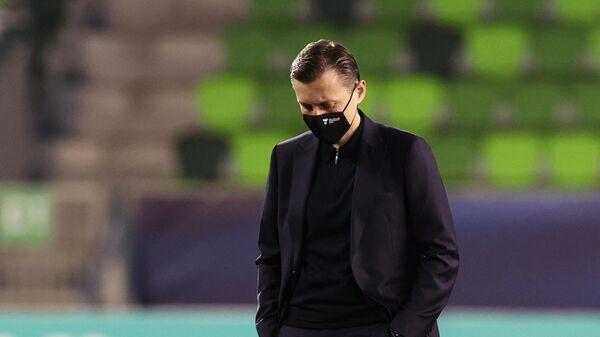 Главный тренер молодежной сборной России Михаил Галактионов перед началом матча молодежного чемпионата Европы по футболу между сборными России и Франции.