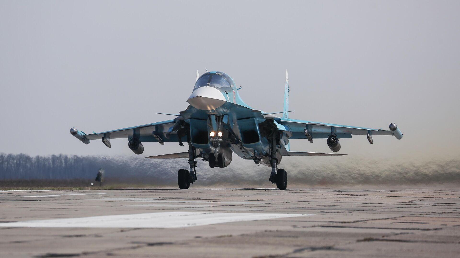 Истребитель-бомбардировщик Су-34  - РИА Новости, 1920, 08.07.2021