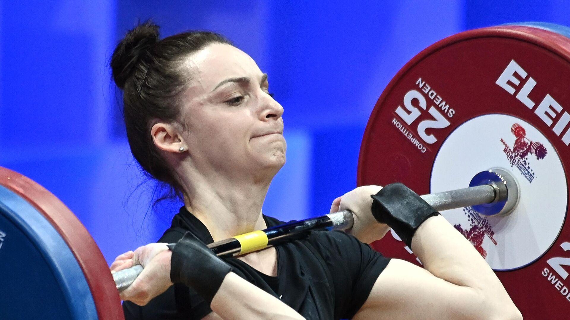 Светлана Ершова (Россия) выступает на чемпионате Европы по тяжелой атлетике в весовой категории до 55 кг среди женщин в Москве. - РИА Новости, 1920, 04.04.2021