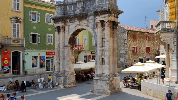 Триумфальная арка Сергия в Пуле