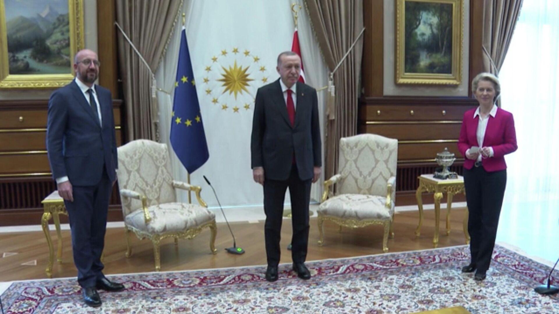 Президент Турции Реджеп Тайип Эрдоган на встрече с главой Евросовета Шарлем Мишелем и президентом Еврокомиссии Урсулой фон дер Ляйен - РИА Новости, 1920, 07.04.2021
