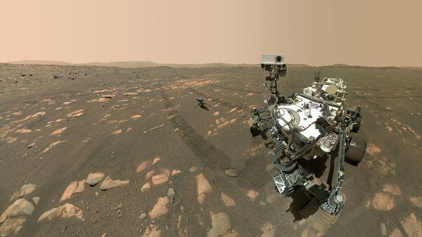 Марсоход NASA Perseverance делает селфи с вертолетом Ingenuity