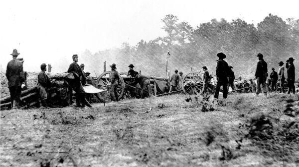 Силы Союза Батареи Бенсона в битве при семи соснах против войск Конфедерации генерала Томаса Джексона в Фэйр-Оукс близ Ричмонда, штат Вирджиния. 1 июня 1862