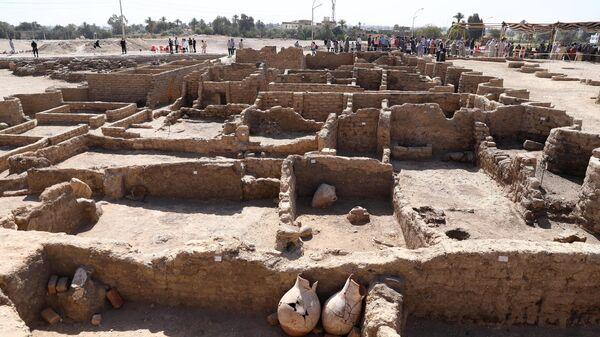 Археолог рассказал, когда туристы увидят золотой город под Луксором