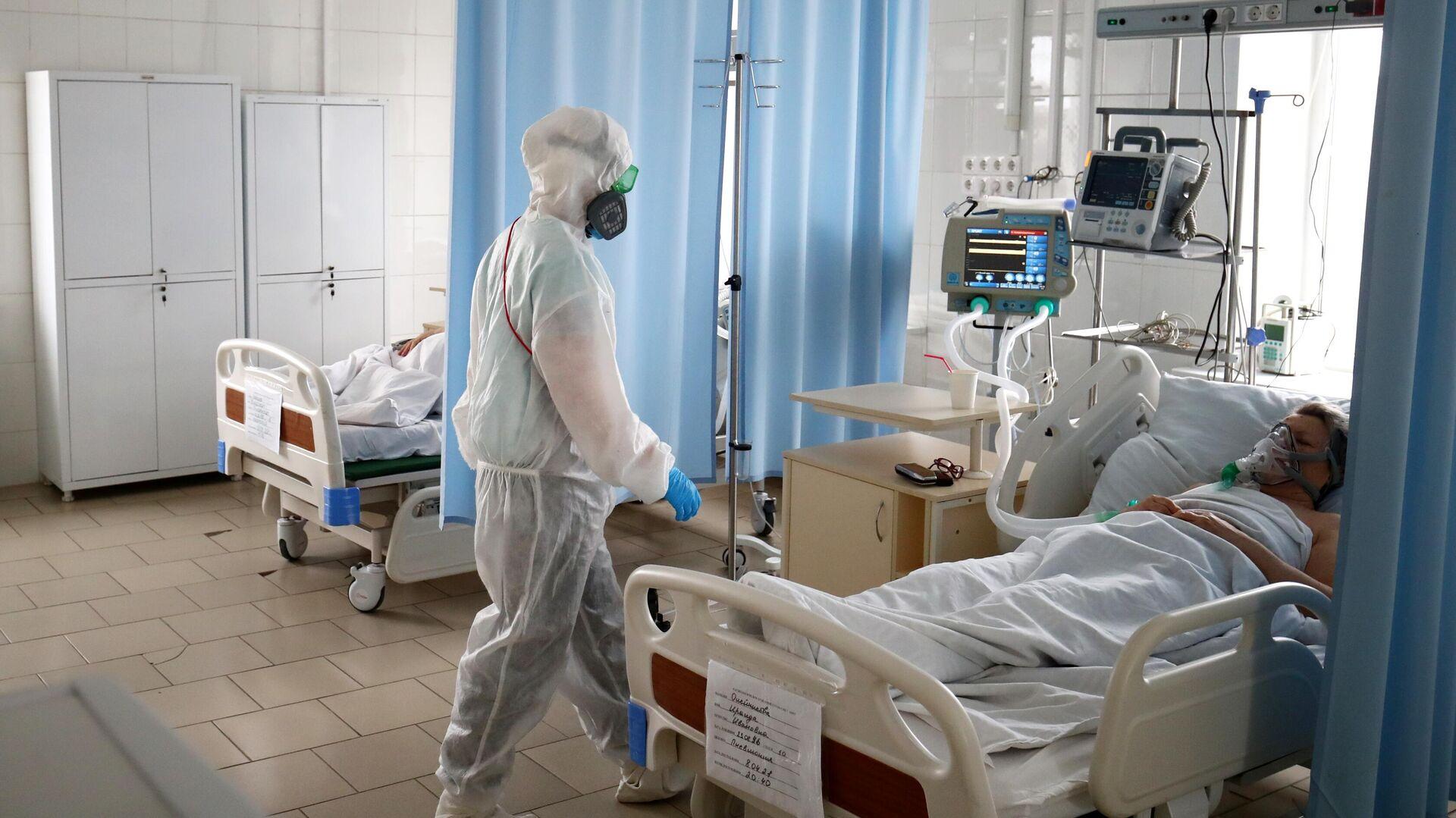 Медицинский работник в клинической больнице скорой медицинской помощи №7 в Волгограде - РИА Новости, 1920, 09.05.2021