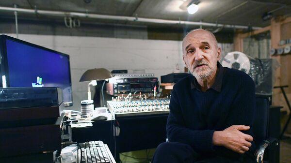 Поэт и музыкант Петр Мамонов в своей домашней студии