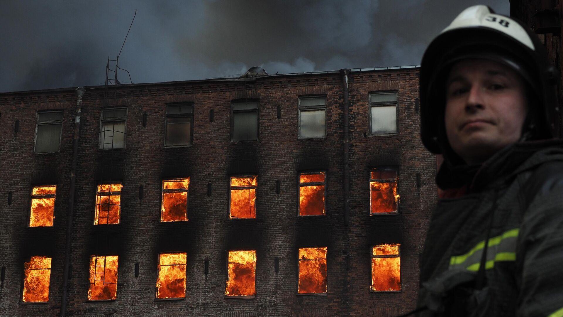 Пожар на фабрике Невская мануфактура - РИА Новости, 1920, 13.04.2021