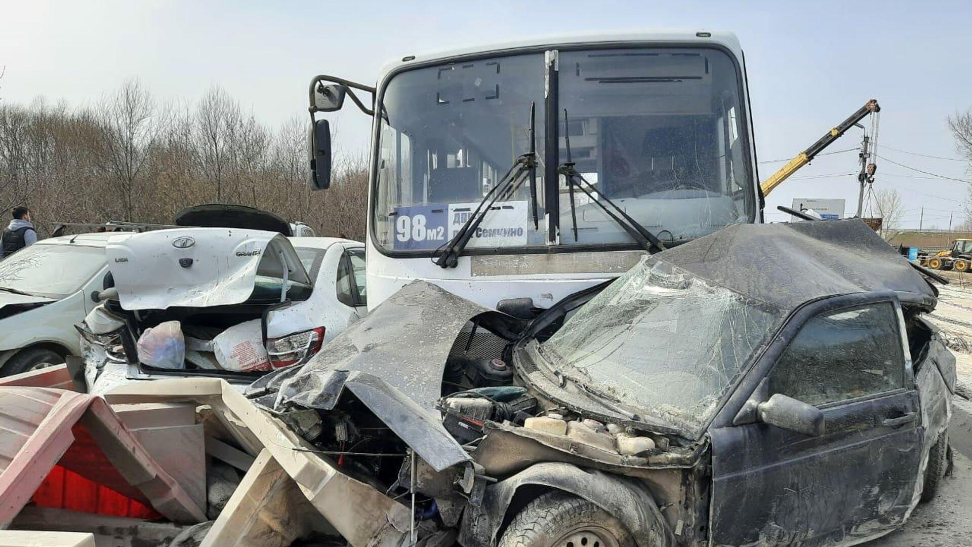 Шесть человек погибли вДТП савтобусом вСвердловской области
