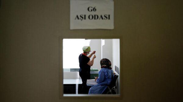 Вакцинация от коронавируса в городской больнице Анкары