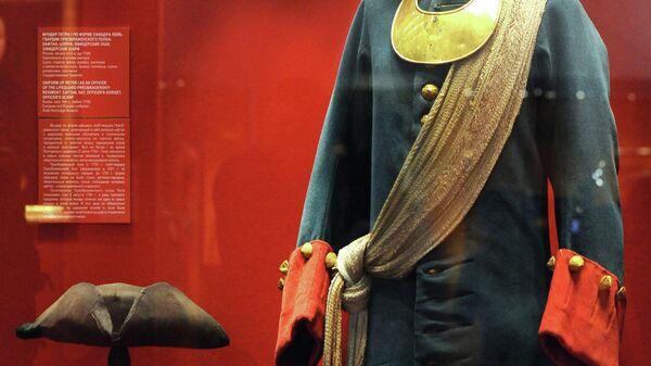 Мундир Петра I по форме офицера лейб-гвардии Преображенского полка на выставке Генеральная баталия, посвященной 300-летию Полтавской битвы