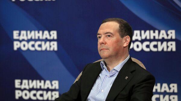 Медведев объяснил, почему США скатились в нестабильную внешнюю политику