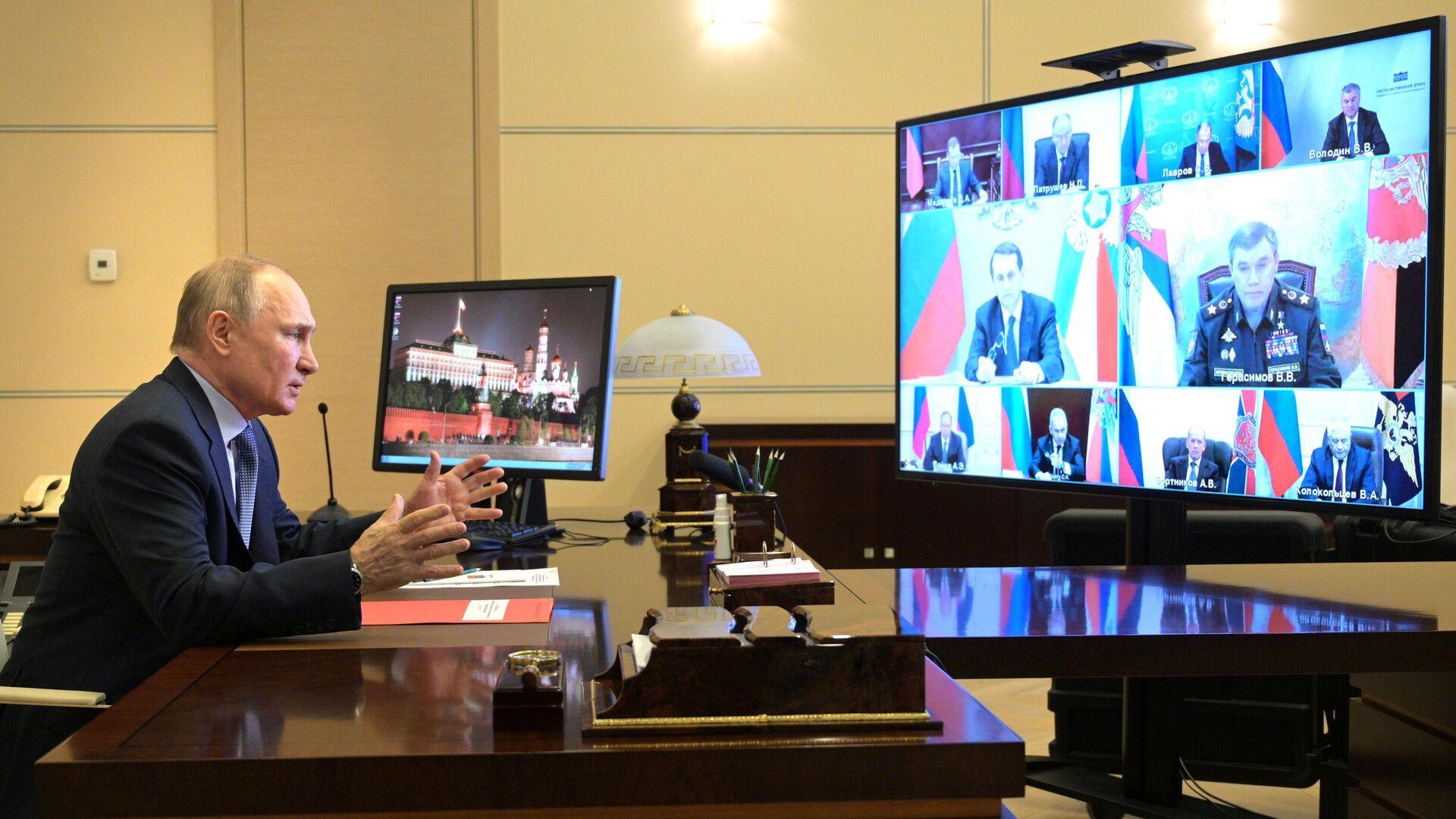 Президент РФ Владимир Путин проводит оперативное совещание с постоянными членами Совета безопасности РФ - РИА Новости, 1920, 14.05.2021