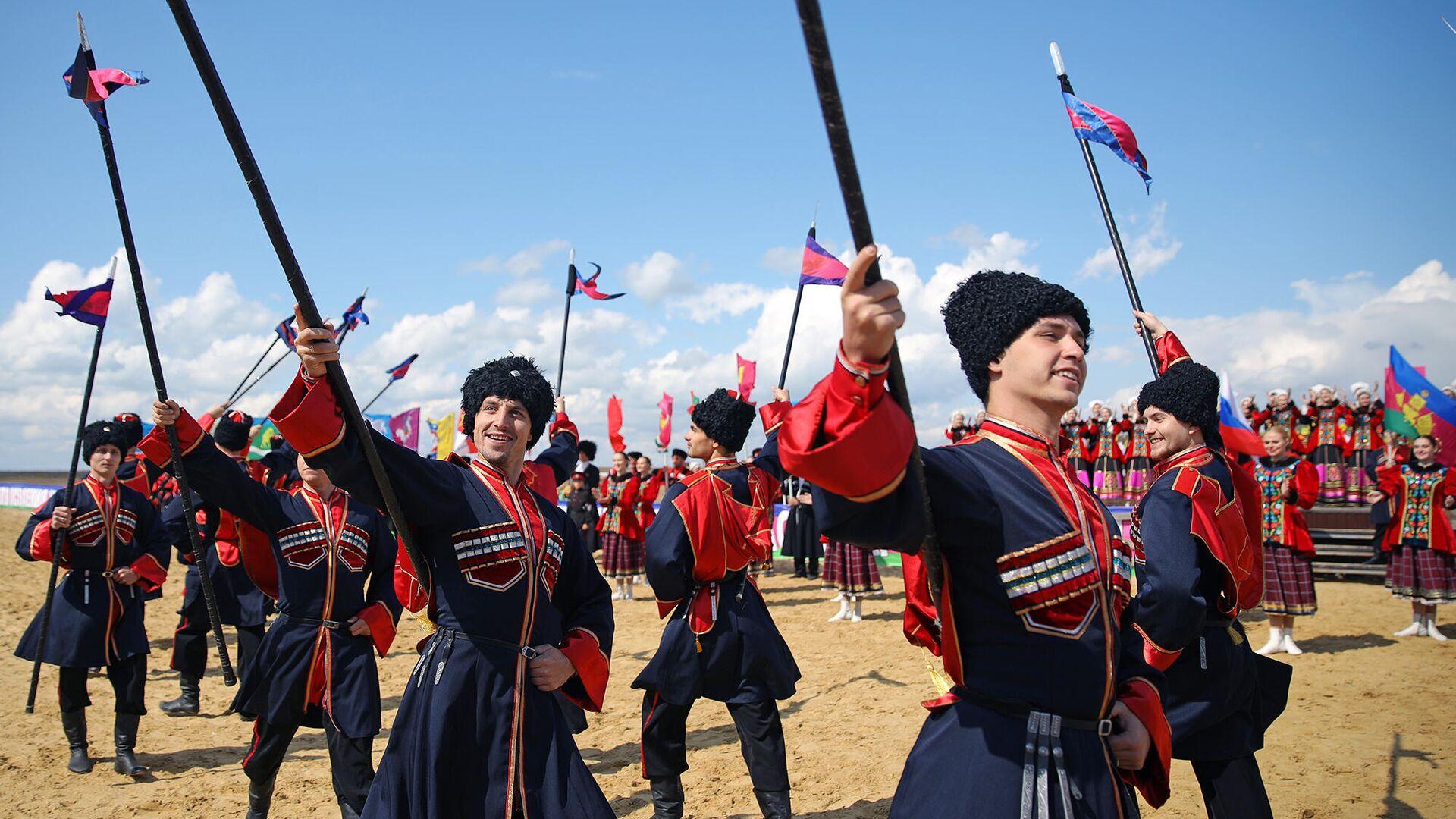 Участники театрализованного представления на территории этнографического комплекса Атамань - РИА Новости, 1920, 19.04.2021