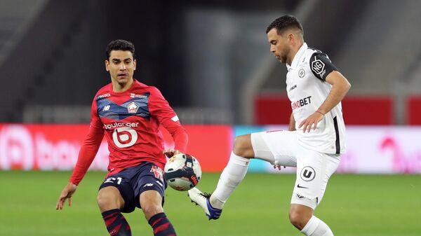 Бенжамен Андре (слева) и Тежи Саванье в матче Лиги 1 Лилль - Монпелье
