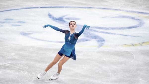 Анна Щербакова выступает на чемпионате мира по фигурному катанию в Осаке, Япония
