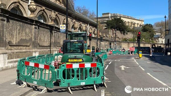 Улицы вокруг Букингемского дворца в Лондоне в день похорон принца Филиппа оцеплены