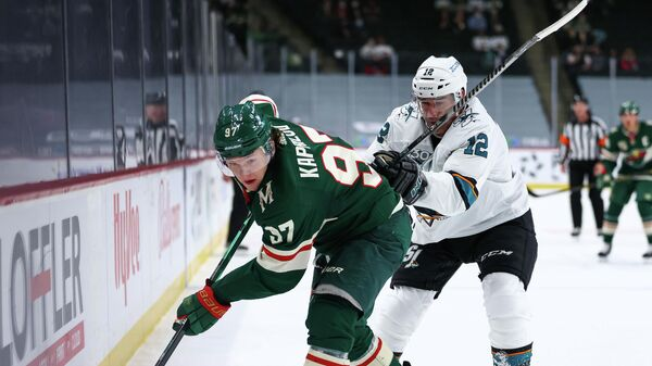 Игровой момент матча НХЛ Миннесота - Сан-Хосе. Слева - Кирилл Капризов.