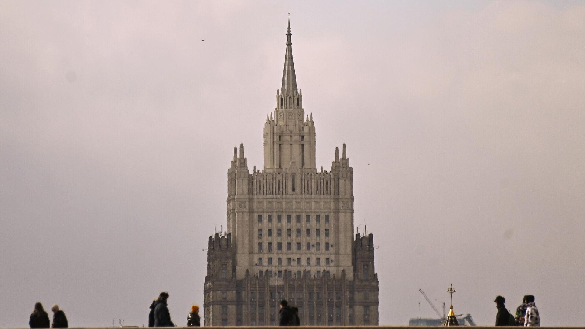 МИД пообещал ответить на сокращение штата российского посольства в Чехии