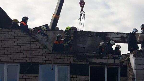 Разбор завалов на месте взрыва бытового газа в жилом доме в селе Маргуша Нижегородской области
