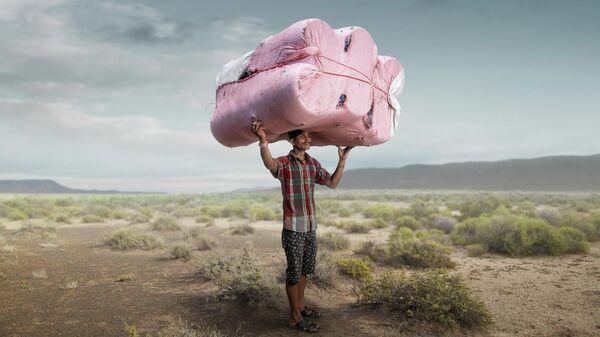 """Работа британского фотографа Tom Price """"Porter"""", занявшая первое место в конкурсе All About Photo Awards 2021"""