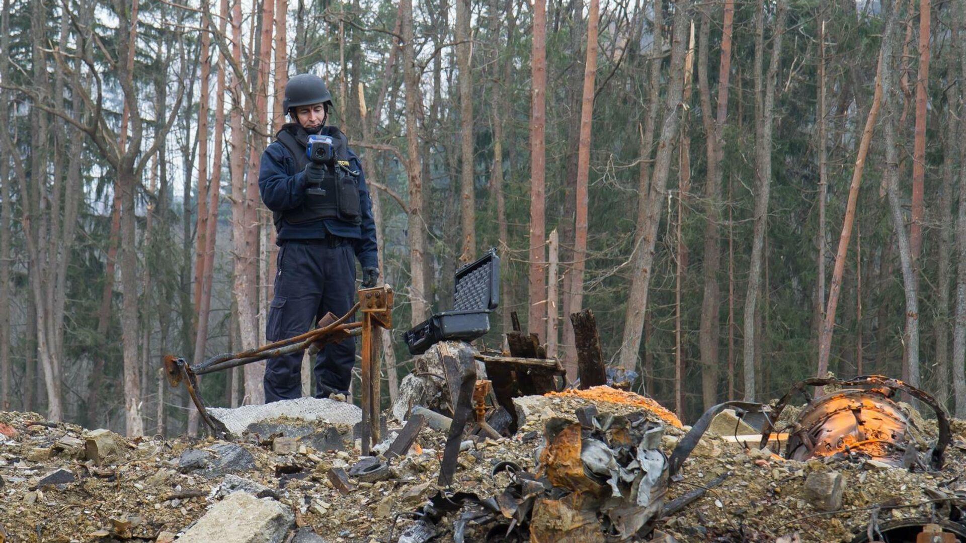 Полиция на месте взрыва в Врбетице в 2014 году - РИА Новости, 1920, 10.05.2021