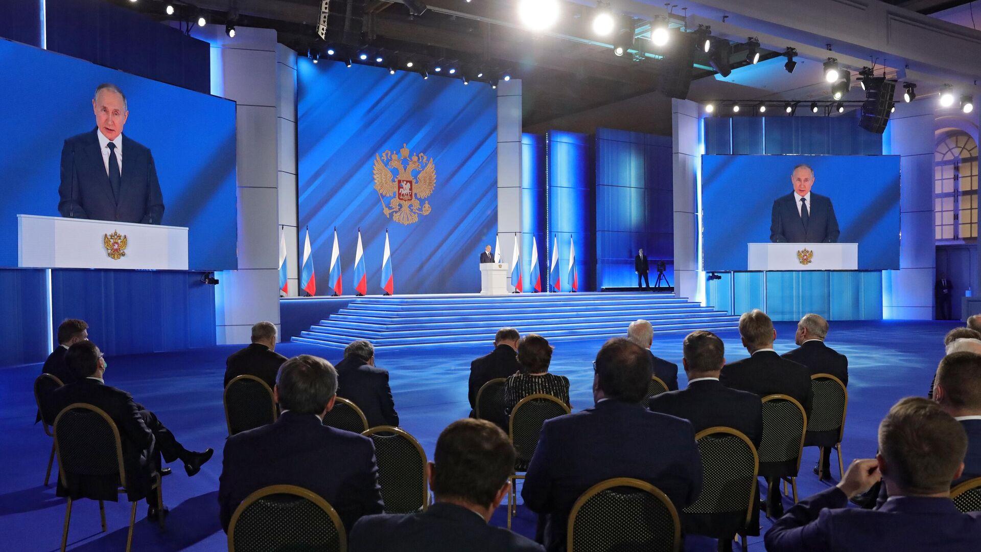 """Песков объяснил слова Путина о """"красных линиях"""" и прилипалах Шерхана"""