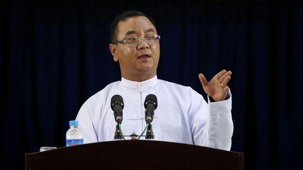 Представитель военной хунты Мьянмы Зо Мин Тун во время пресс-конференции в Нейпьидо
