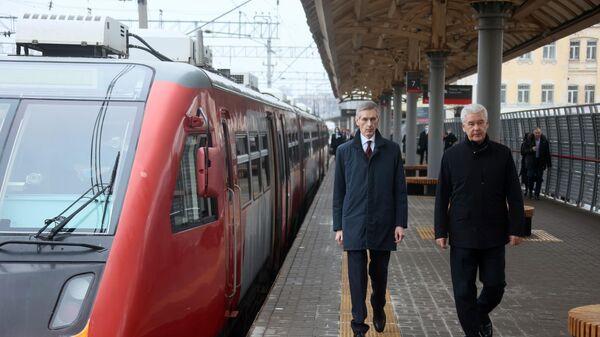 Мэр Москвы Сергей Собянин (справа) и заместитель генерального директора ОАО РЖД Олег Тони