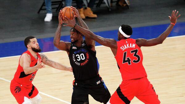 Игровой момент матча НБА Нью-Йорк Никс - Торонто Рэпторс