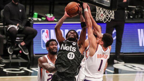 Игровой момент матча НБА Бруклин Нетс - Финикс Санз